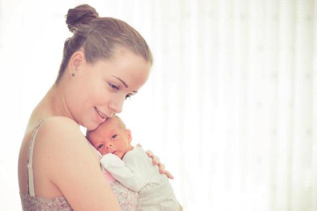 bebelus in brate