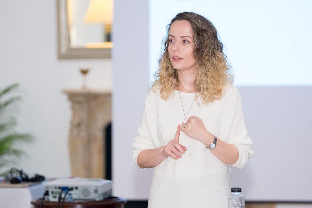 teama de a vorbi în public, nu sunt doar blogger