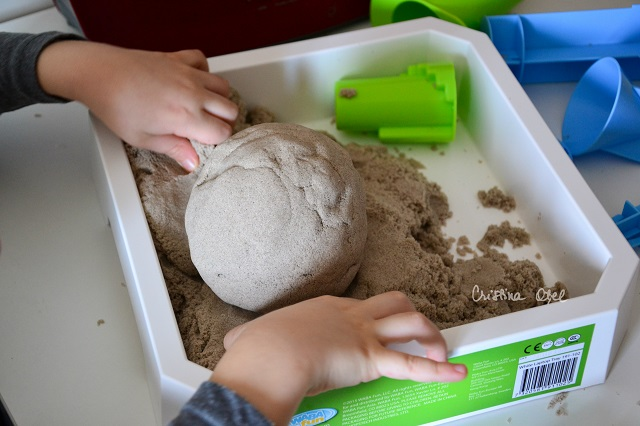 joaca cu nisip kinetic